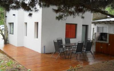 V13031  Casa en VentaAmb: Cuatro  Sup: 450  Mtr.mar: 350